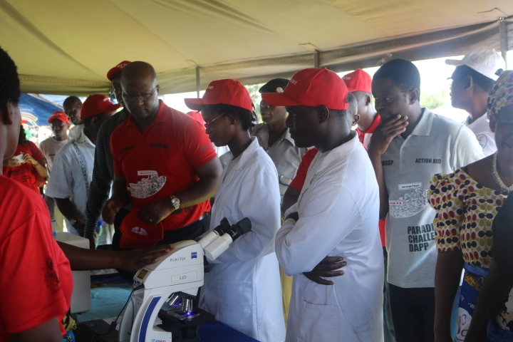 The Minister interacting with a Laboratory Officer on Gene Xpert functions