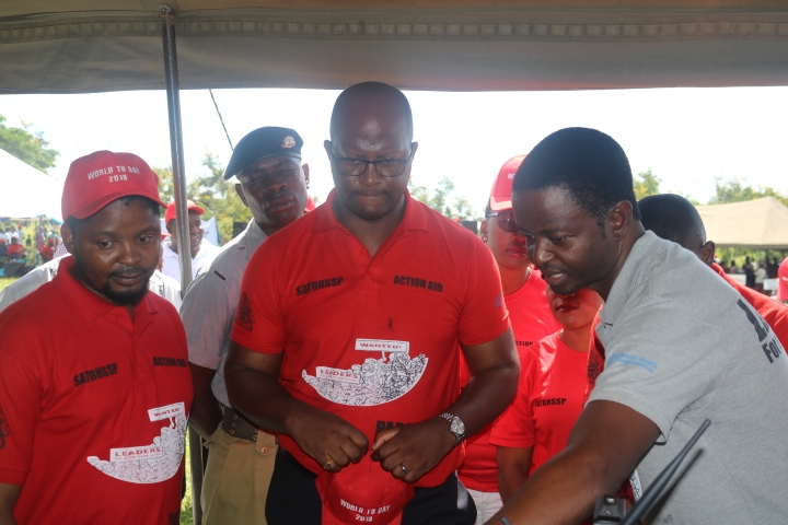 Dr. Mpunga explaining to the Minister how the EHealth system operates