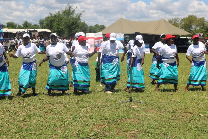 Paradiso Dance troupe giving TB messages to the audience through a cultural dance
