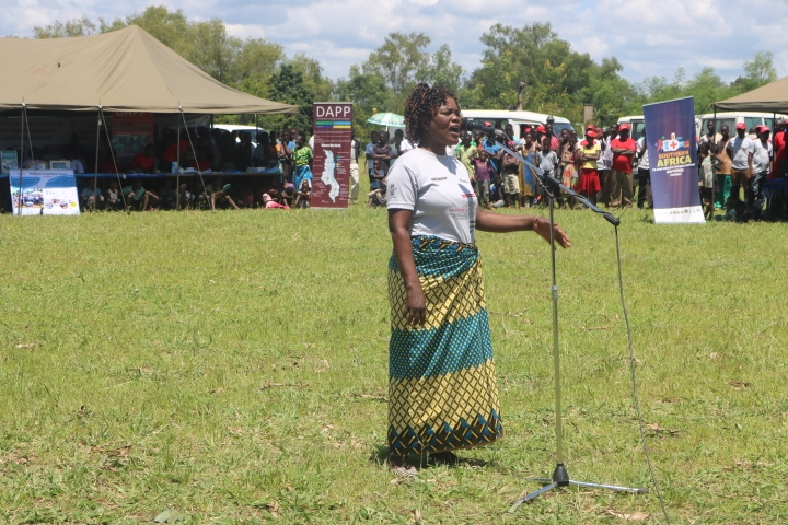 A female TB survivor giving her testimony